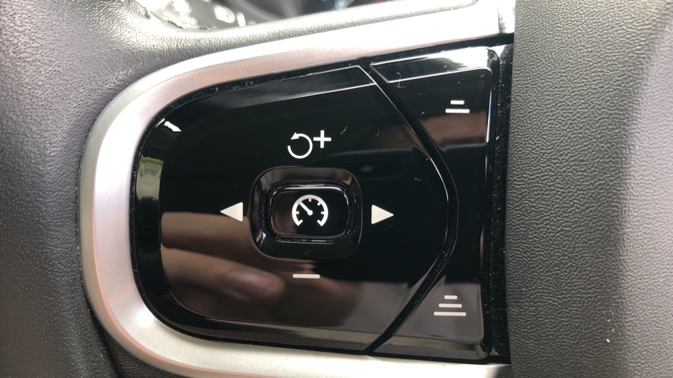 Volvo V90 D4 Momentum Auto with Pilot Assist, Adaptive Cruise, DAB Radio, F & R Park Sensors, Heated F.Seats image 13