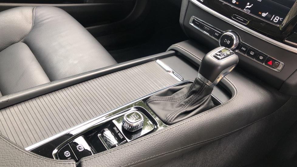 Volvo V90 D4 Momentum Auto with Pilot Assist, Adaptive Cruise, DAB Radio, F & R Park Sensors, Heated F.Seats image 27