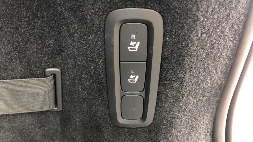 Volvo V90 D4 Momentum Auto with Pilot Assist, Adaptive Cruise, DAB Radio, F & R Park Sensors, Heated F.Seats image 19