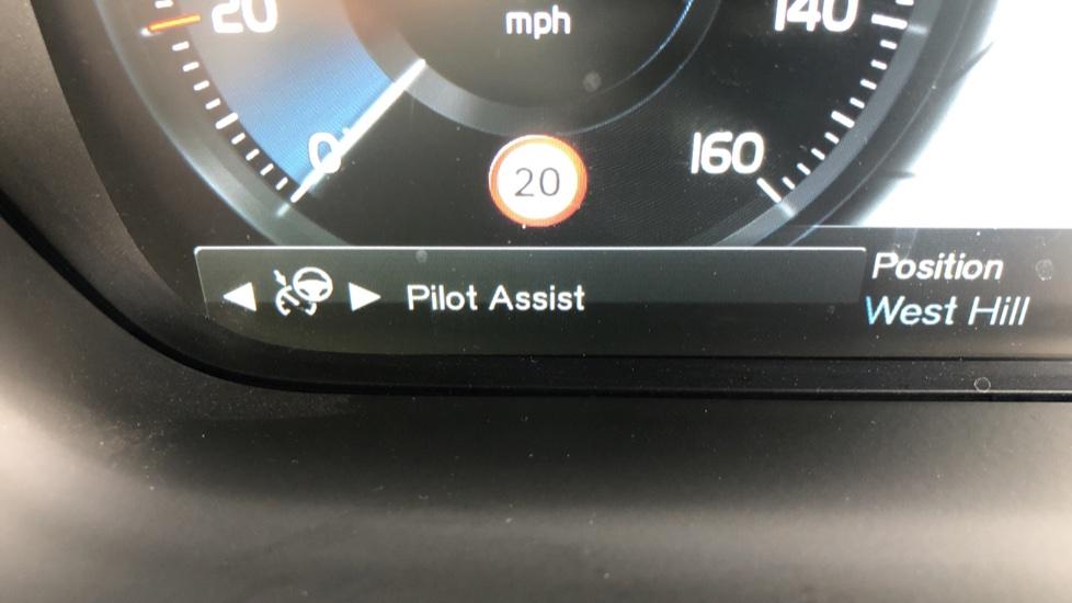 Volvo V90 D4 Momentum Auto with Pilot Assist, Adaptive Cruise, DAB Radio, F & R Park Sensors, Heated F.Seats image 10