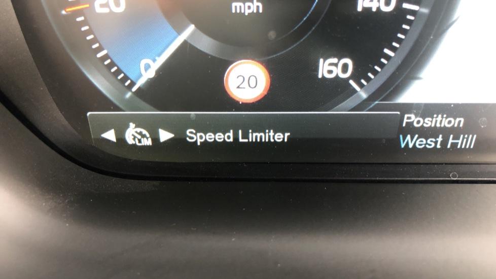Volvo V90 D4 Momentum Auto with Pilot Assist, Adaptive Cruise, DAB Radio, F & R Park Sensors, Heated F.Seats image 12