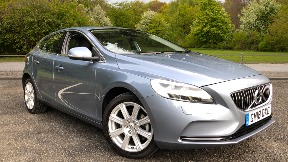 Volvo V40 T2 Inscription Manual, Winter Pack, Nav, DAB Radio, Heated Screen & F.Seats, R.Park Assist Sensors 2.0 5 door Hatchback (2018) image