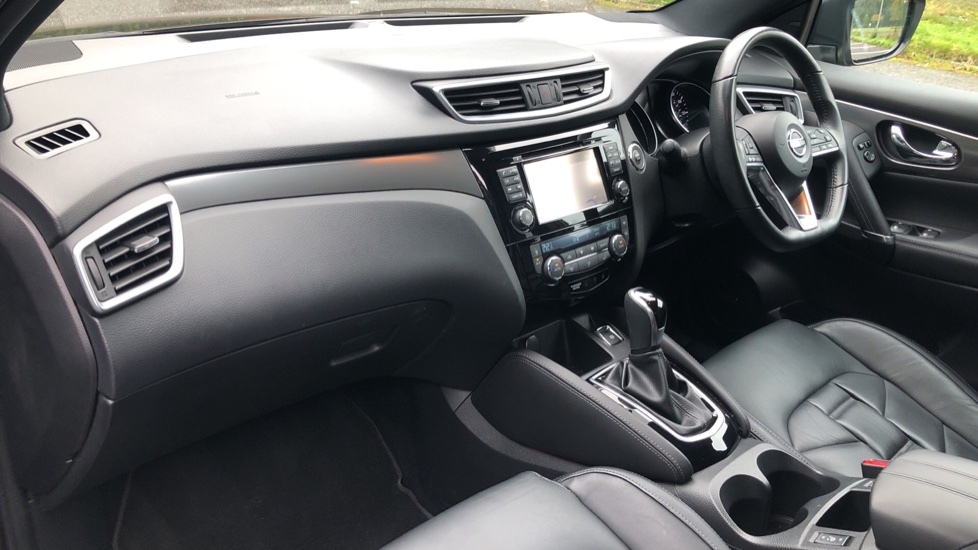 Nissan Qashqai 1.6 dCi Tekna+ Auto, Nav, Sunroof, F & R Sensors, Park Camera, BOSE Audio, Bluetooth, Keyless Drive image 12