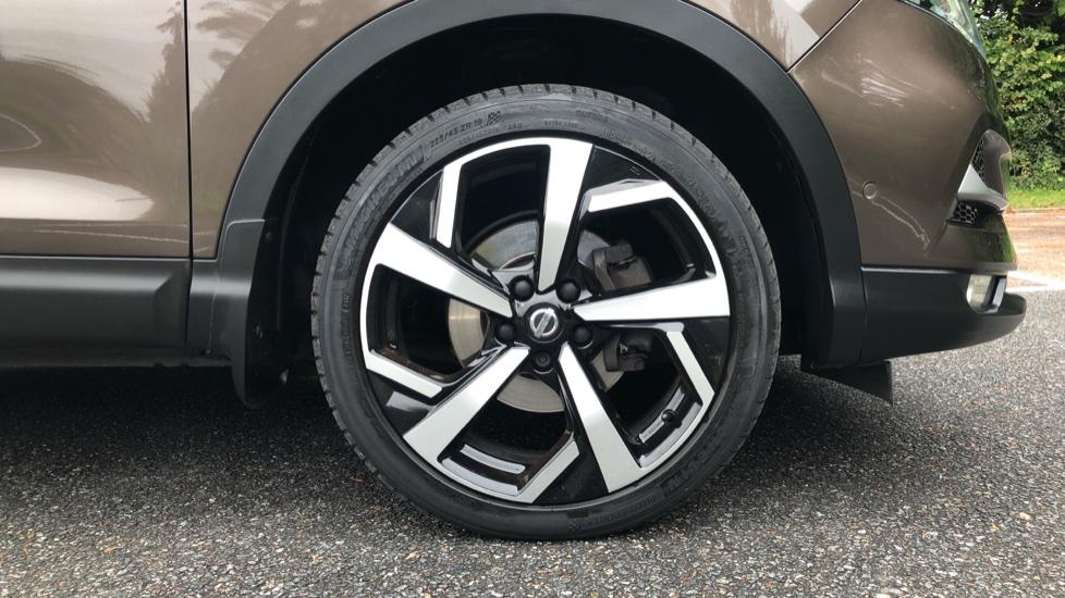 Nissan Qashqai 1.6 dCi Tekna+ Auto, Nav, Sunroof, F & R Sensors, Park Camera, BOSE Audio, Bluetooth, Keyless Drive image 29