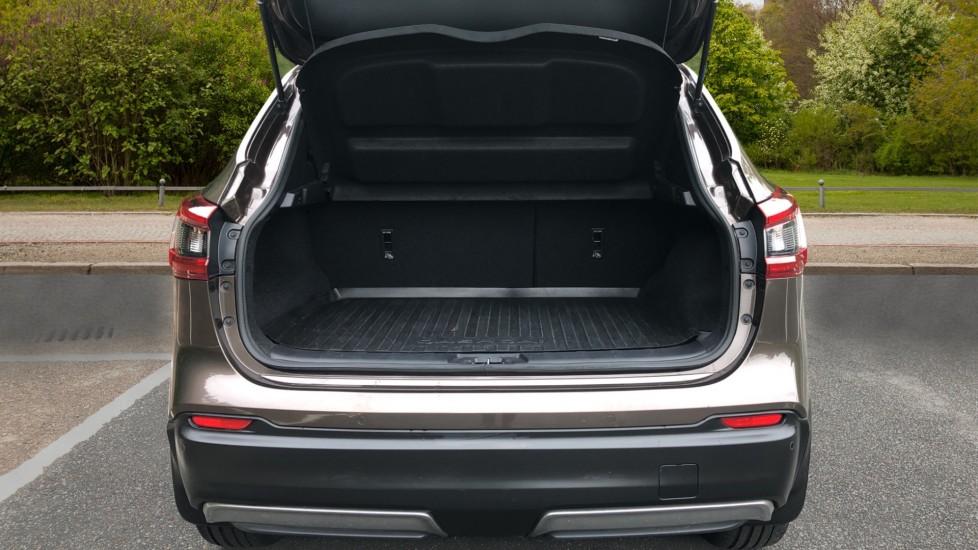 Nissan Qashqai 1.6 dCi Tekna+ Auto, Nav, Sunroof, F & R Sensors, Park Camera, BOSE Audio, Bluetooth, Keyless Drive image 30