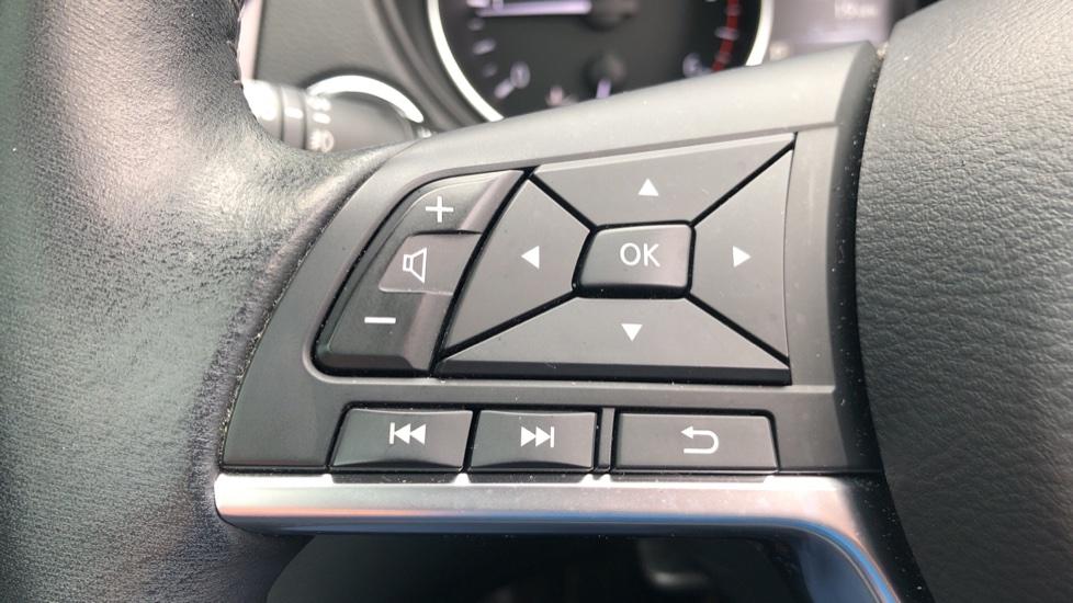 Nissan Qashqai 1.6 dCi Tekna+ Auto, Nav, Sunroof, F & R Sensors, Park Camera, BOSE Audio, Bluetooth, Keyless Drive image 16