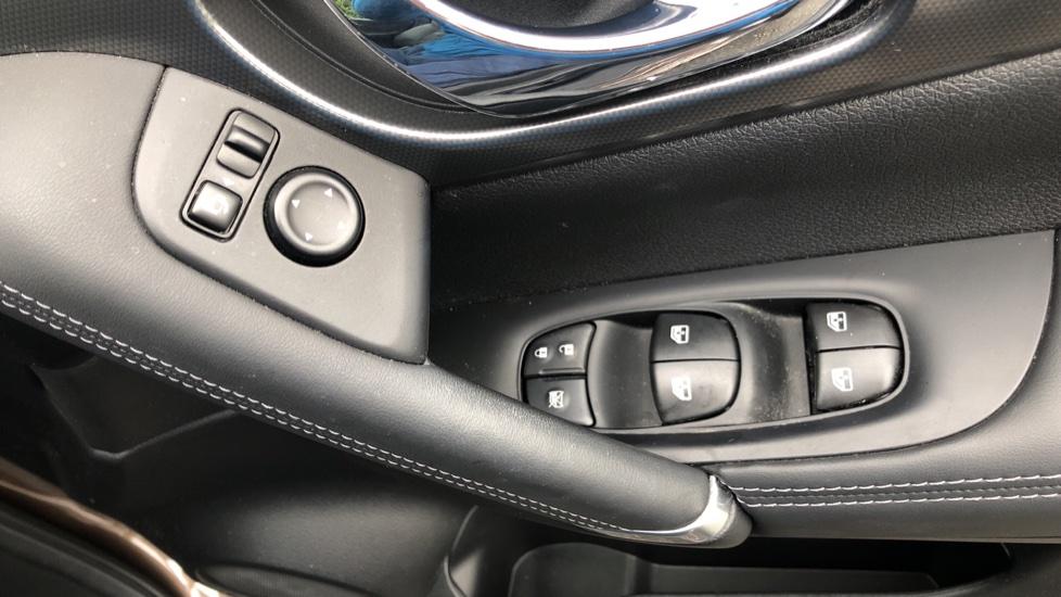 Nissan Qashqai 1.6 dCi Tekna+ Auto, Nav, Sunroof, F & R Sensors, Park Camera, BOSE Audio, Bluetooth, Keyless Drive image 33