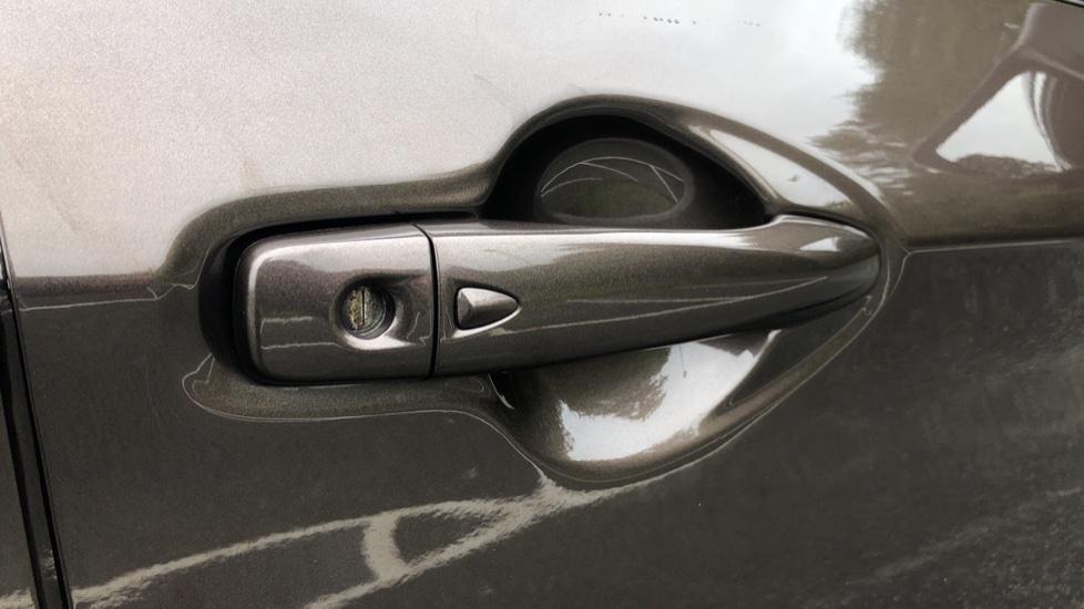 Nissan Qashqai 1.6 dCi Tekna+ Auto, Nav, Sunroof, F & R Sensors, Park Camera, BOSE Audio, Bluetooth, Keyless Drive image 8