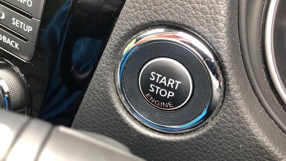 Nissan Qashqai 1.6 dCi Tekna+ Auto, Nav, Sunroof, F & R Sensors, Park Camera, BOSE Audio, Bluetooth, Keyless Drive image 23