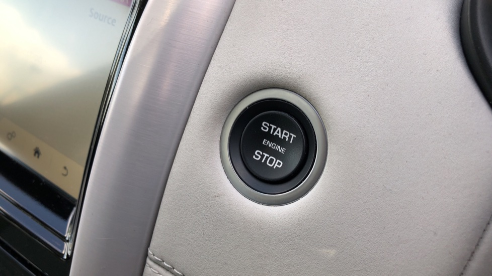 Land Rover Discovery 2.0 Si4 HSE 5dr image 36
