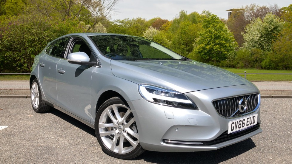 Volvo V40 T3 Inscription Manual, Winter Pk, Rr Camera, F & R Sensors, Tempa Spare Wheel, 18 Inch Alloys 2.0 5 door Hatchback (2016)