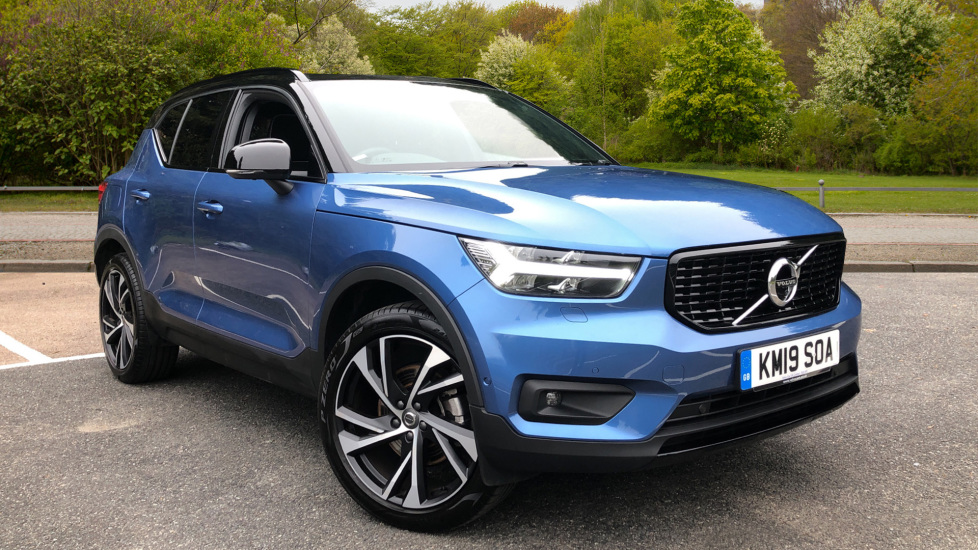 Volvo XC40 2.0 T4 R Design Pro AWD AT, Keyless Drive, Smartphone Integration, Active Bending Lights, DAB Automatic 5 door 4x4 (2019) available from Volvo Gatwick thumbnail image