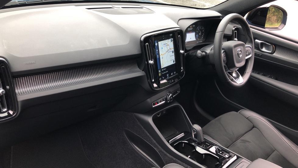 Volvo XC40 2.0 T4 R Design Pro AWD AT, Keyless Drive, Smartphone Integration, Active Bending Lights, DAB image 19