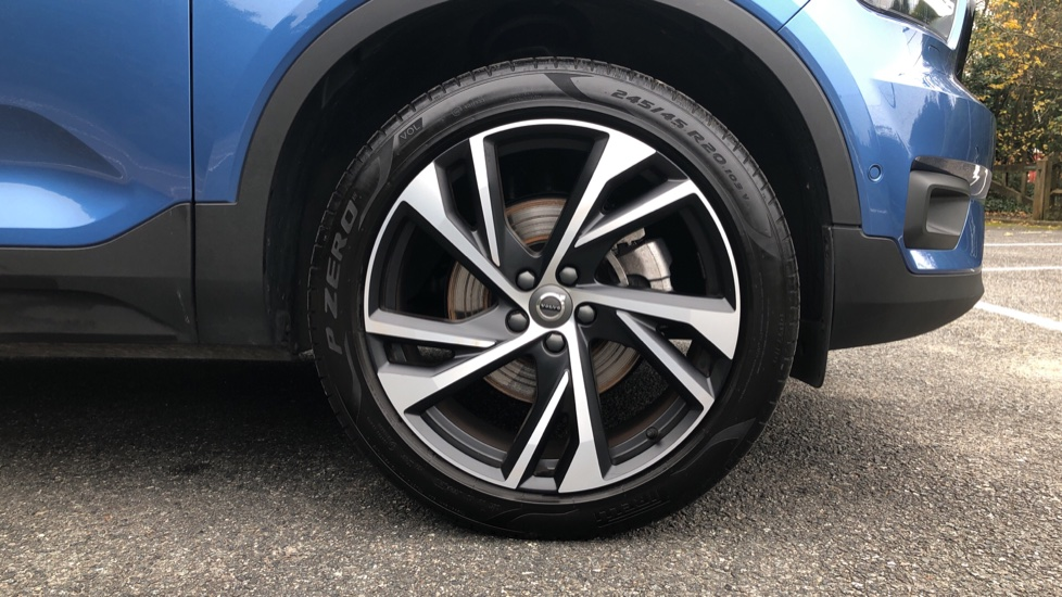 Volvo XC40 2.0 T4 R Design Pro AWD AT, Keyless Drive, Smartphone Integration, Active Bending Lights, DAB image 20