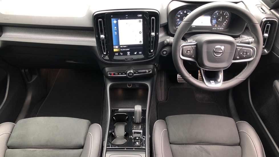 Volvo XC40 2.0 T4 R Design Pro AWD AT, Keyless Drive, Smartphone Integration, Active Bending Lights, DAB image 21