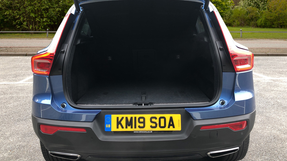 Volvo XC40 2.0 T4 R Design Pro AWD AT, Keyless Drive, Smartphone Integration, Active Bending Lights, DAB image 22