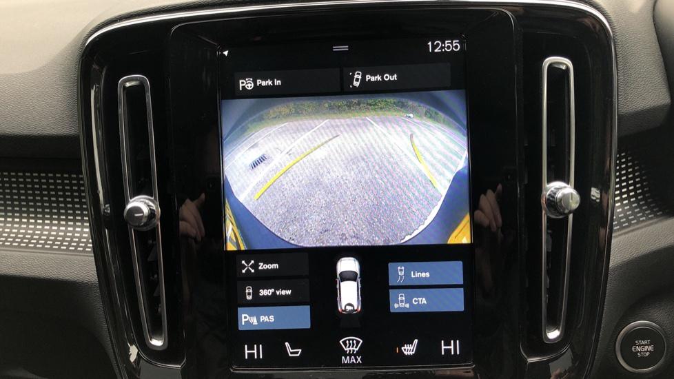 Volvo XC40 2.0 T4 R Design Pro AWD AT, Keyless Drive, Smartphone Integration, Active Bending Lights, DAB image 8