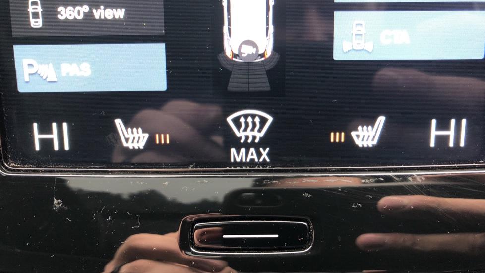 Volvo XC40 2.0 T4 R Design Pro AWD AT, Keyless Drive, Smartphone Integration, Active Bending Lights, DAB image 18