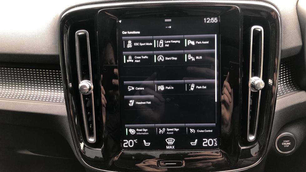 Volvo XC40 2.0 T4 R Design Pro AWD AT, Keyless Drive, Smartphone Integration, Active Bending Lights, DAB image 13