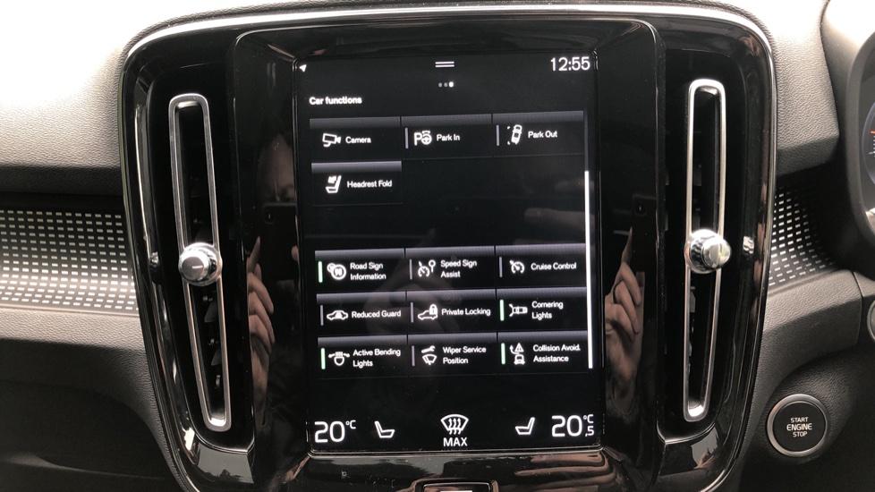 Volvo XC40 2.0 T4 R Design Pro AWD AT, Keyless Drive, Smartphone Integration, Active Bending Lights, DAB image 14