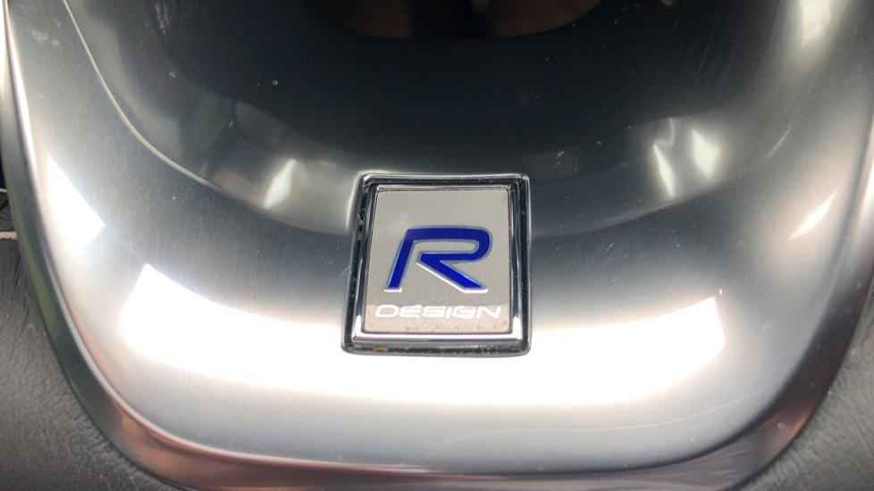 Volvo XC40 2.0 T4 R Design Pro AWD AT, Keyless Drive, Smartphone Integration, Active Bending Lights, DAB image 28