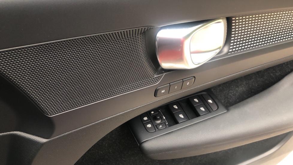 Volvo XC40 T4 AWD RDesignPro Nav AT, Xenium/Convenience/IntellisafePro Pks, S.Phone Prep, Tempa Spare image 24