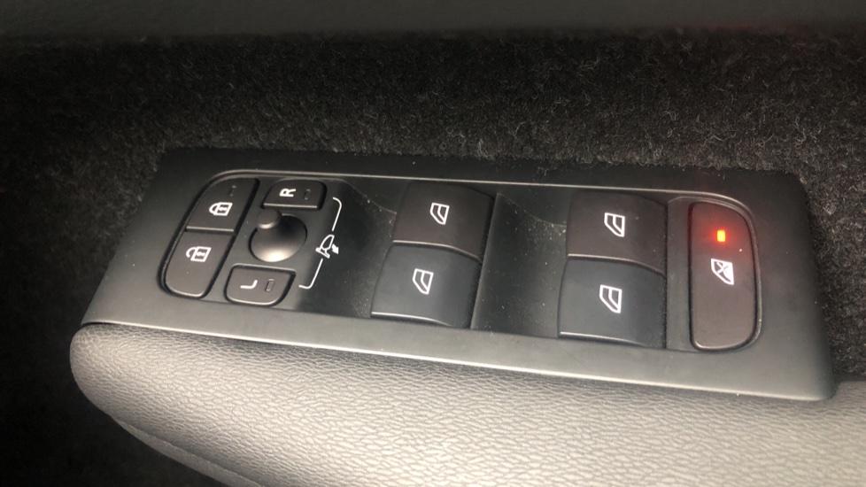 Volvo XC40 T4 AWD RDesignPro Nav AT, Xenium/Convenience/IntellisafePro Pks, S.Phone Prep, Tempa Spare image 25