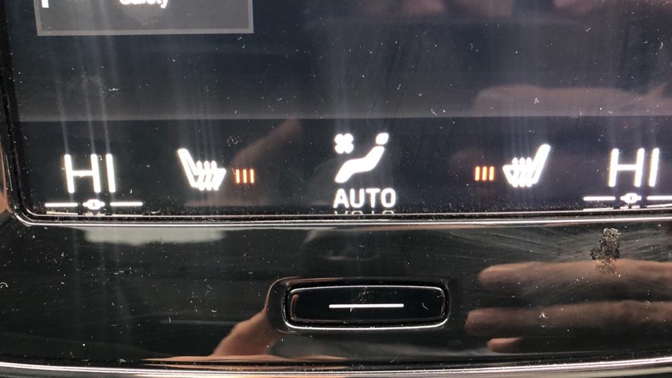 Volvo XC40 T4 AWD RDesignPro Nav AT, Xenium/Convenience/IntellisafePro Pks, S.Phone Prep, Tempa Spare image 26