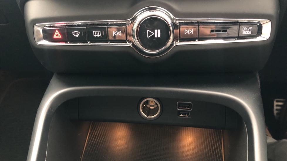 Volvo XC40 T4 AWD RDesignPro Nav AT, Xenium/Convenience/IntellisafePro Pks, S.Phone Prep, Tempa Spare image 27