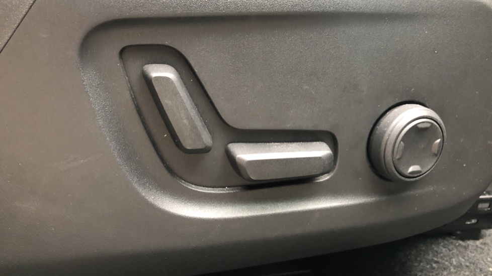 Volvo XC40 T4 AWD RDesignPro Nav AT, Xenium/Convenience/IntellisafePro Pks, S.Phone Prep, Tempa Spare image 29