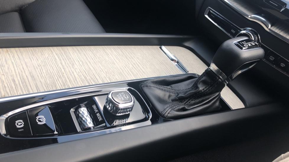 Volvo XC60 2.0 D4 Inscription Nav Auto AWD with Winter, BLIS, Keyless Drive, Smartphone Pack. image 18