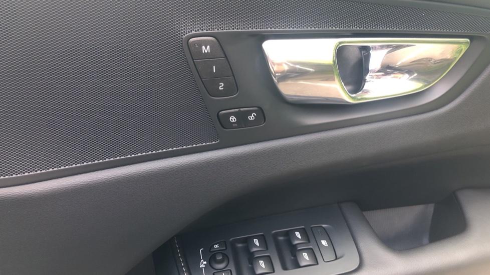 Volvo XC60 2.0 D4 Inscription Nav Auto AWD with Winter, BLIS, Keyless Drive, Smartphone Pack. image 29
