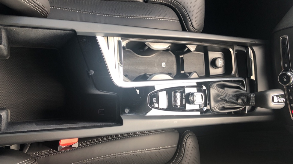 Volvo XC60 2.0 D4 Inscription Nav Auto AWD with Winter, BLIS, Keyless Drive, Smartphone Pack. image 21