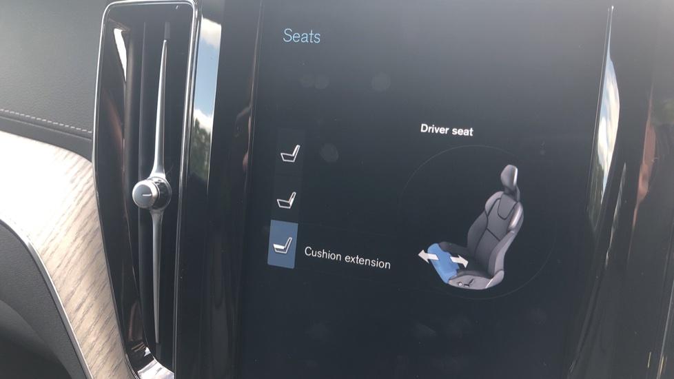 Volvo XC60 2.0 D4 Inscription Nav Auto AWD with Winter, BLIS, Keyless Drive, Smartphone Pack. image 27