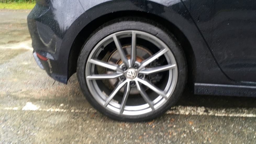 Volkswagen Golf R 4 Motion DSG Auto with Sat Nav, Adaptive Cruise & Frt & Rear Parking Sensors image 5
