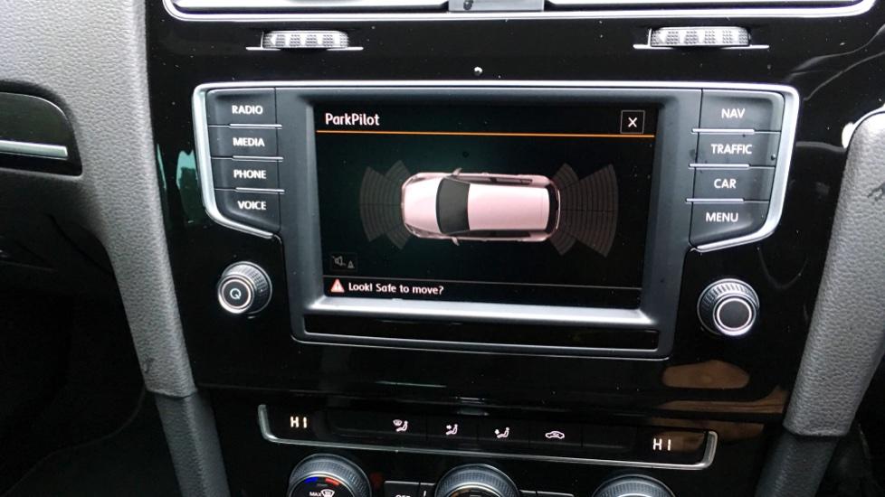 Volkswagen Golf R 4 Motion DSG Auto with Sat Nav, Adaptive Cruise & Frt & Rear Parking Sensors image 8