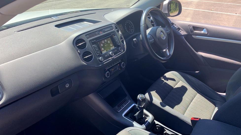 Volkswagen Tiguan 2.0 TDi SE 4 Motion 5 Door Manual with Sat Nav, Panoramic Sunroof, Bluetooth & Rear Camera image 3