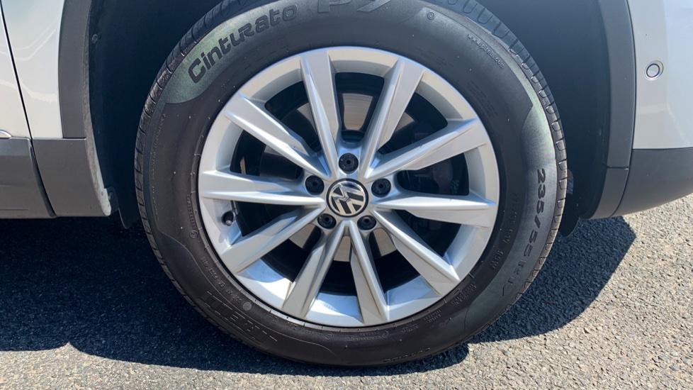 Volkswagen Tiguan 2.0 TDi SE 4 Motion 5 Door Manual with Sat Nav, Panoramic Sunroof, Bluetooth & Rear Camera image 5