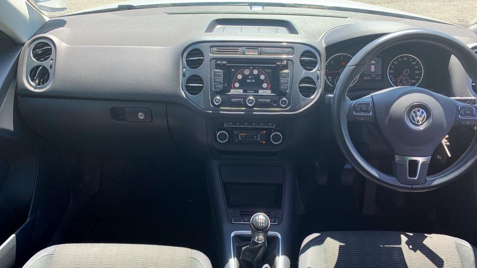 Volkswagen Tiguan 2.0 TDi SE 4 Motion 5 Door Manual with Sat Nav, Panoramic Sunroof, Bluetooth & Rear Camera image 6