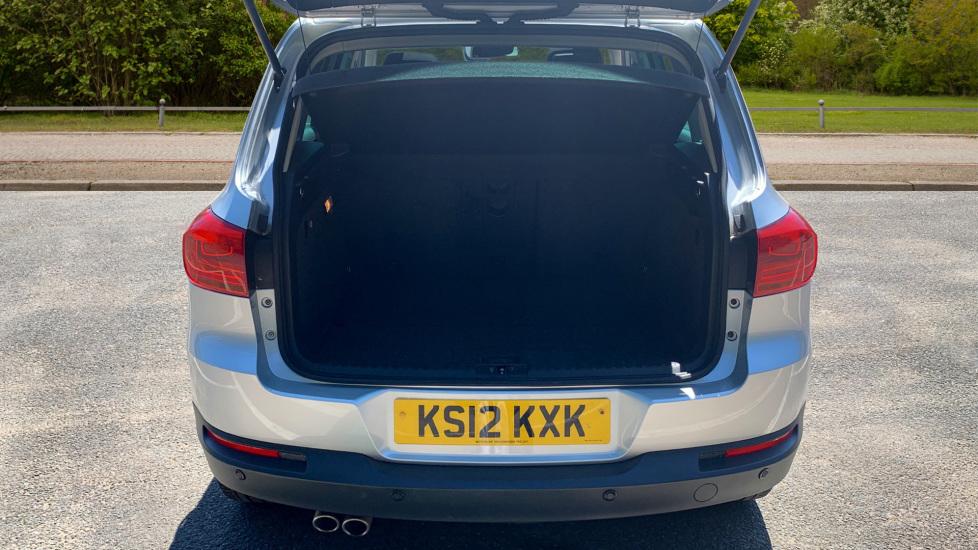 Volkswagen Tiguan 2.0 TDi SE 4 Motion 5 Door Manual with Sat Nav, Panoramic Sunroof, Bluetooth & Rear Camera image 10