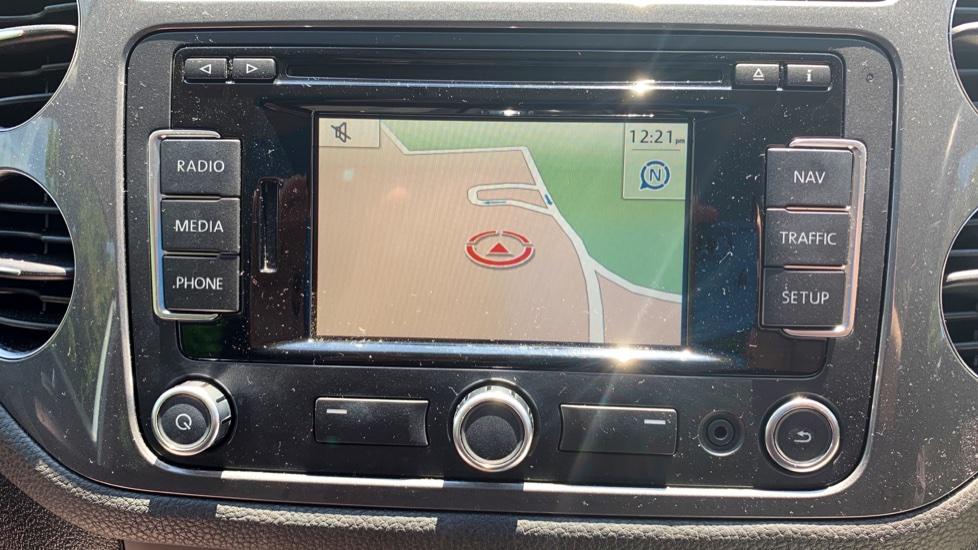 Volkswagen Tiguan 2.0 TDi SE 4 Motion 5 Door Manual with Sat Nav, Panoramic Sunroof, Bluetooth & Rear Camera image 7