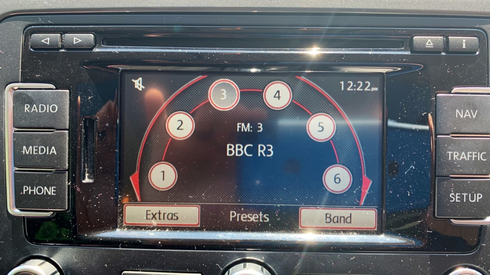 Volkswagen Tiguan 2.0 TDi SE 4 Motion 5 Door Manual with Sat Nav, Panoramic Sunroof, Bluetooth & Rear Camera image 18