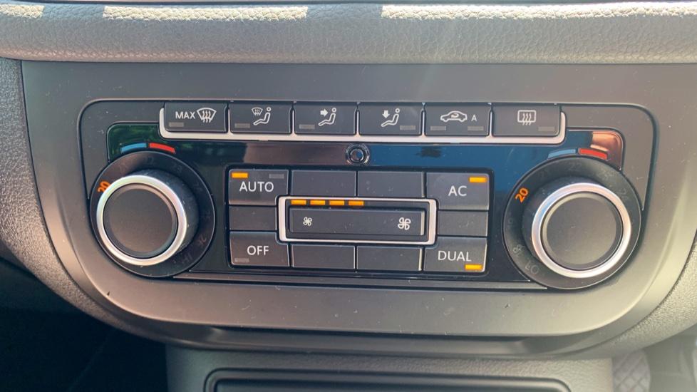 Volkswagen Tiguan 2.0 TDi SE 4 Motion 5 Door Manual with Sat Nav, Panoramic Sunroof, Bluetooth & Rear Camera image 19