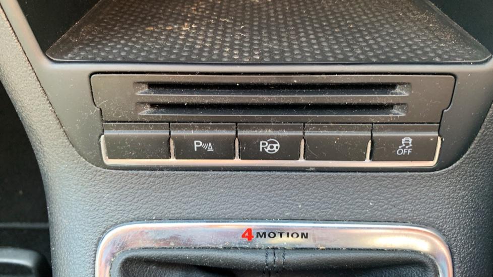 Volkswagen Tiguan 2.0 TDi SE 4 Motion 5 Door Manual with Sat Nav, Panoramic Sunroof, Bluetooth & Rear Camera image 20