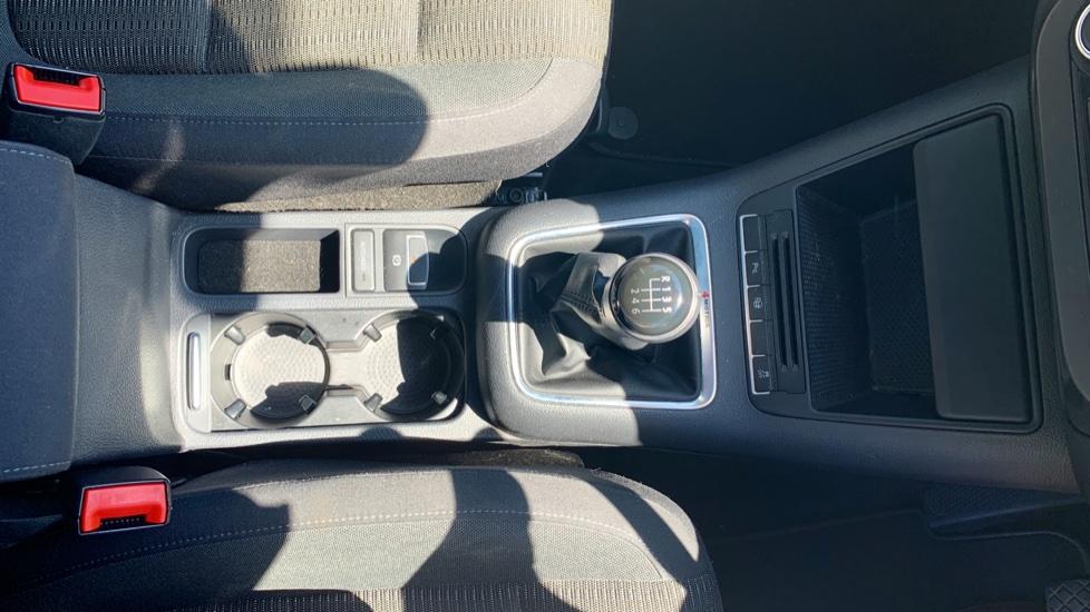Volkswagen Tiguan 2.0 TDi SE 4 Motion 5 Door Manual with Sat Nav, Panoramic Sunroof, Bluetooth & Rear Camera image 21