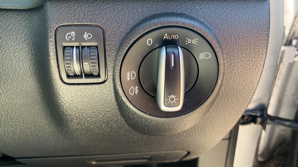 Volkswagen Tiguan 2.0 TDi SE 4 Motion 5 Door Manual with Sat Nav, Panoramic Sunroof, Bluetooth & Rear Camera image 23