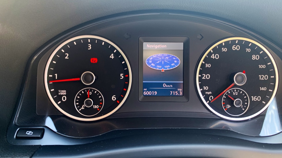Volkswagen Tiguan 2.0 TDi SE 4 Motion 5 Door Manual with Sat Nav, Panoramic Sunroof, Bluetooth & Rear Camera image 24