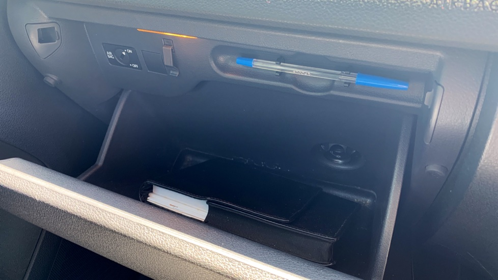 Volkswagen Tiguan 2.0 TDi SE 4 Motion 5 Door Manual with Sat Nav, Panoramic Sunroof, Bluetooth & Rear Camera image 25