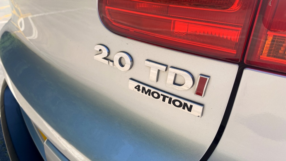 Volkswagen Tiguan 2.0 TDi SE 4 Motion 5 Door Manual with Sat Nav, Panoramic Sunroof, Bluetooth & Rear Camera image 28