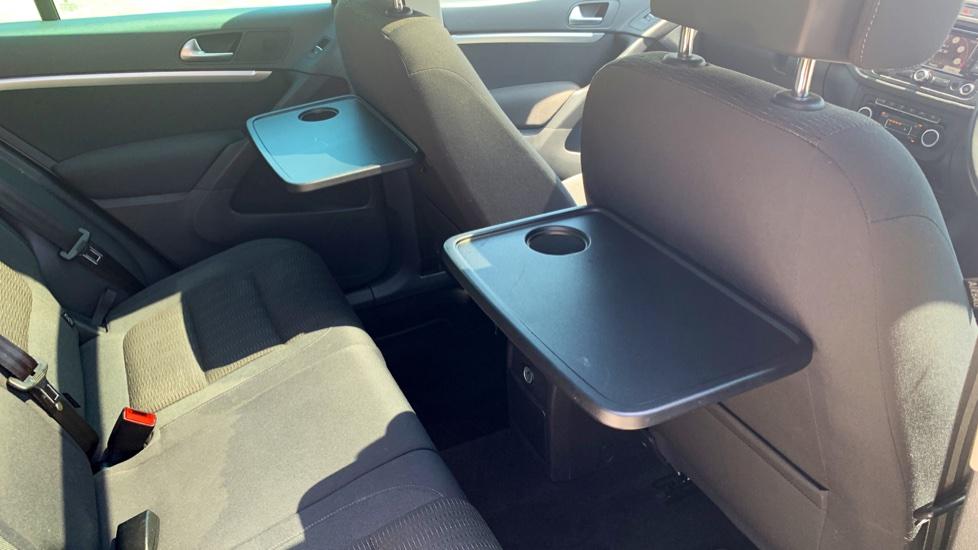 Volkswagen Tiguan 2.0 TDi SE 4 Motion 5 Door Manual with Sat Nav, Panoramic Sunroof, Bluetooth & Rear Camera image 30